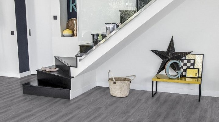Podlaha do chodby