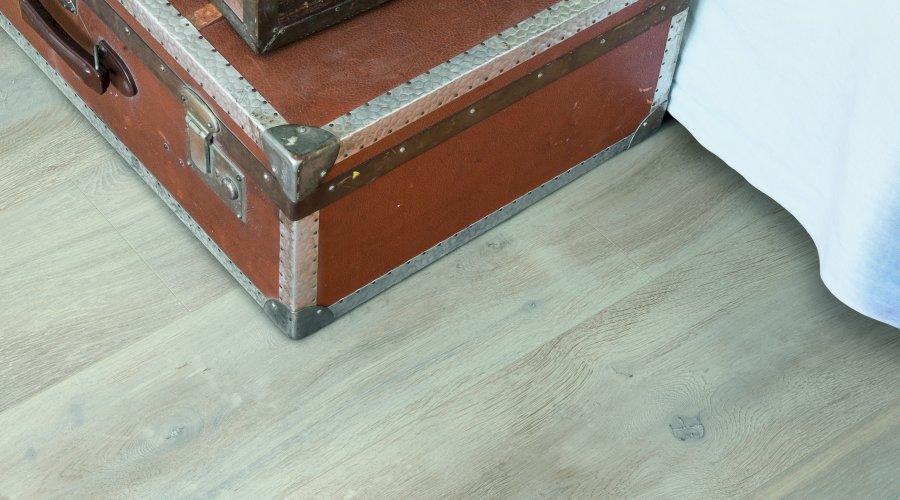 Jak nainstalovat laminátovou podlahu bez lepení