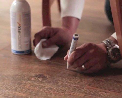 Jak opravit poškrábanou PVC nebo vinylovou podlahu
