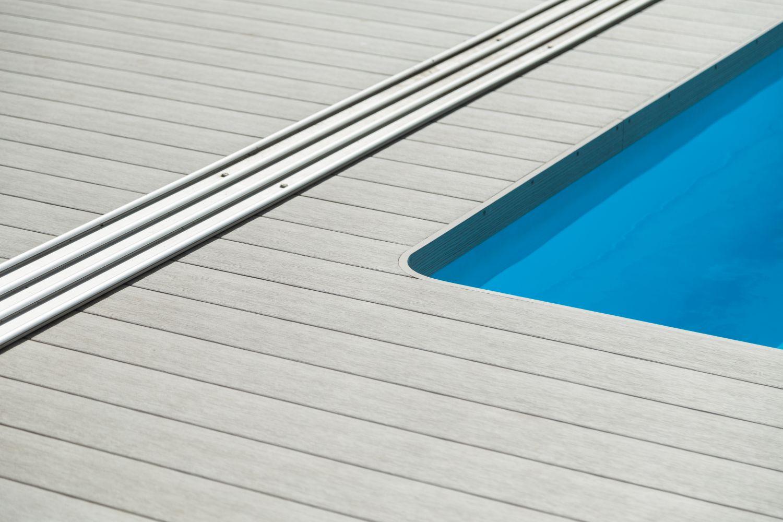 Terasové prkna k bazénu